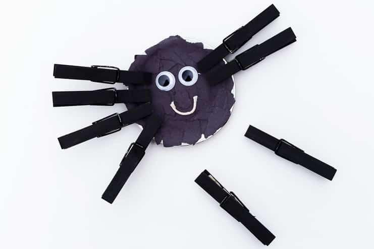 Mason-Jar-Lid-Spider-Craft