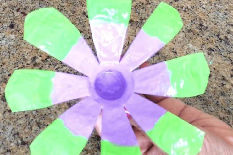 Plastic-Bottle-Flower