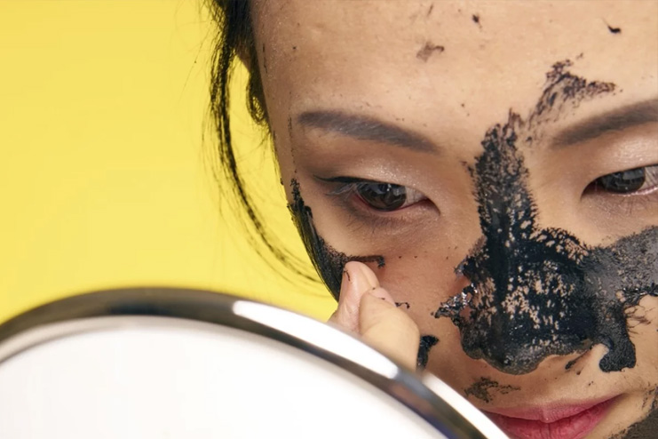 Applying-face-masks-to-your