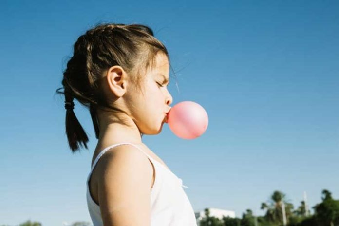 Chewing gum, child swallowed chewing gum, things to do when child swallowed chewing gum