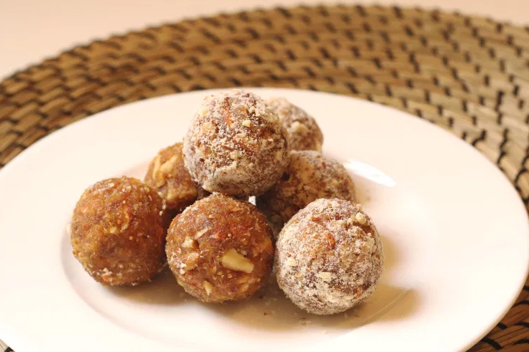 Dry-fruit-balls-recipe