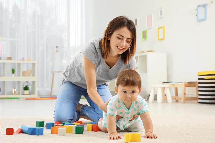 Ways-to-Help-Baby-To-Crawl-Forward